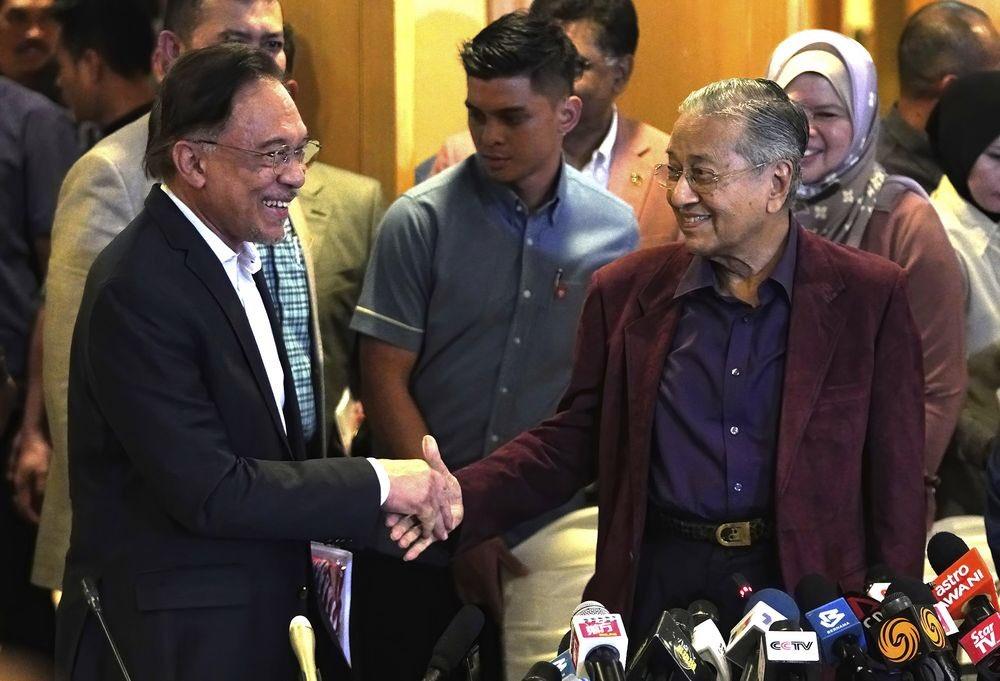 Adakah kali ini Anwar Ibrahim akan mengalah lagi kepada Mahathir Mohamad?