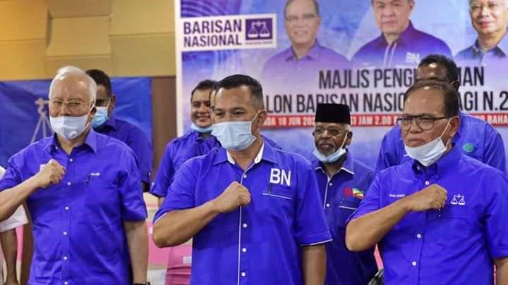 Mohd Sharim (tengah) menerima undi terbanyak setakat ini.