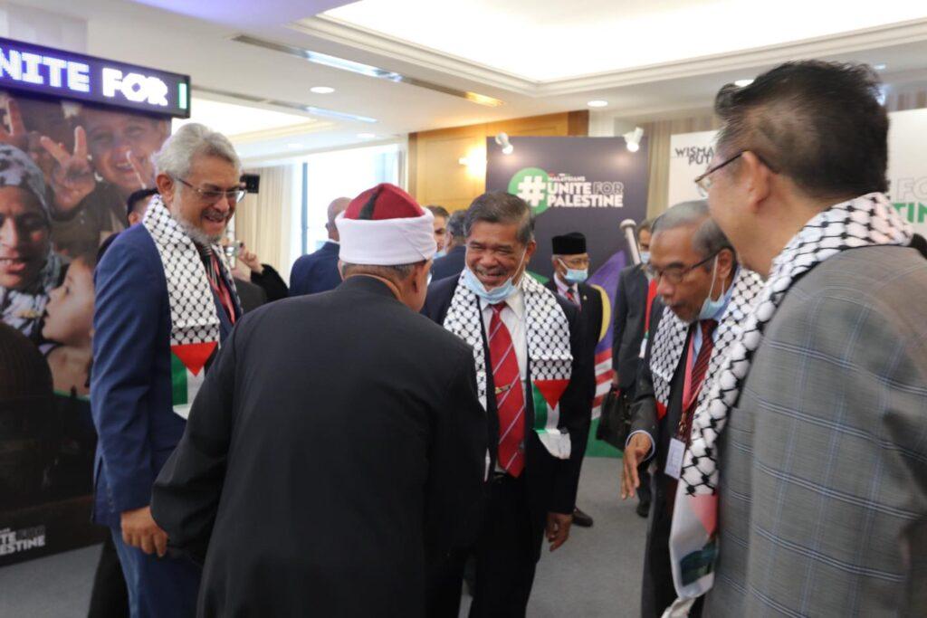 DR Zulkifli bertukar pandangan dengan Mohamad Sabu di Dewan Rakyat hari ini. - foto FACEBOOK Dr Zulkifli