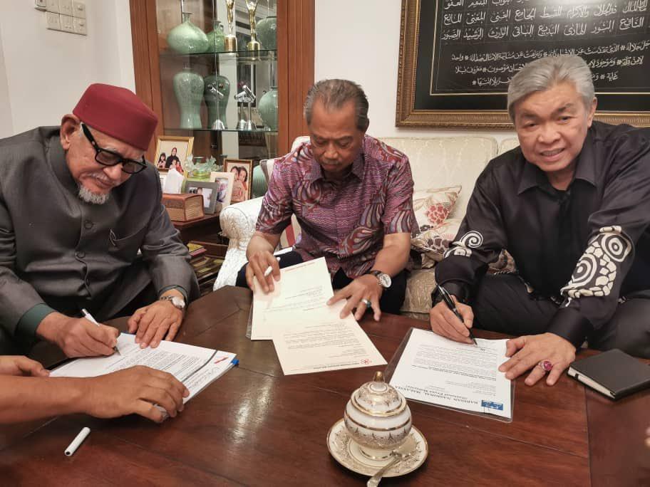 Dr.Mahathir Mohamad dan Tengku Razaleigh Hamzah boleh memainkan peranan  bagi memperkukuhkan perpaduan orang Melayu yang diterokai oleh Presiden Bersatu, Tan Sri Muhyiddin Yassin, Presiden UMNO, Datuk Seri Dr.Ahmad Zahid Hamidi dan Presiden Pas, Datuk Seri Abdul Hadi Awang.