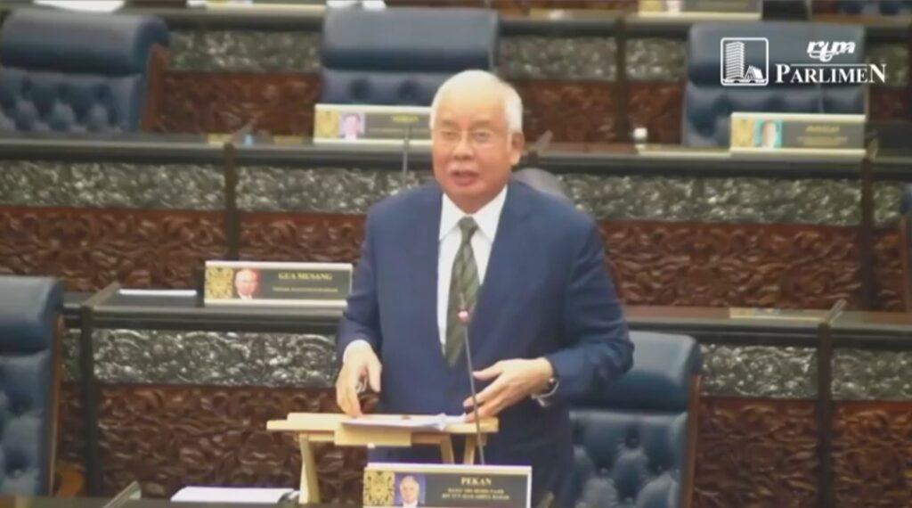 Datuk Seri Najib Tun Razak ketika berbahas di Dewan Rakyat, semalam.