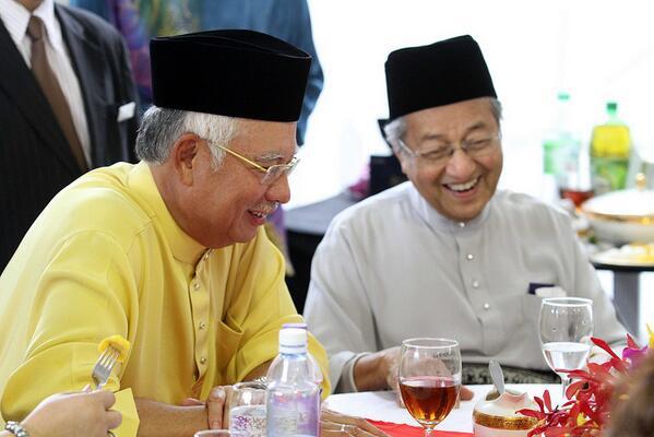 Kemesraan dua pemimpin, Dr Mahathir Mohamad dan Najib Razak suatu ketika dahulu.
