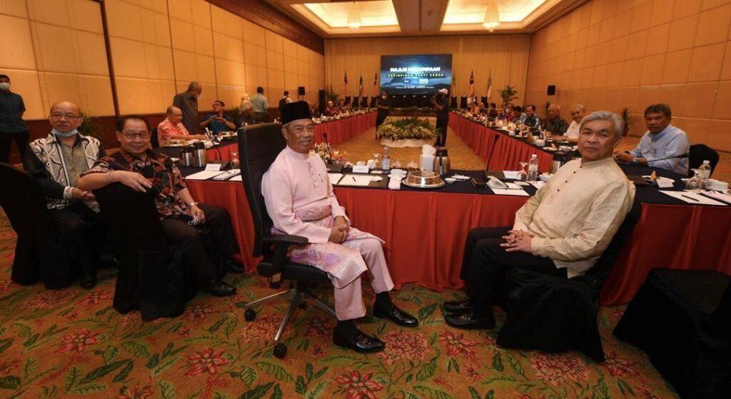 Perdana Menteri Tan Sri Muhyiddin Yassin ketika mengadakan pertemuan dengan pemimpin-pemimpin Perikatan Nasional, Barisan Nasional dan Parti Bersatu Sabah di Kota Kinabalu, minggu lalu bagi persiapan menghadapi Pilihan Raya Negeri Sabah.