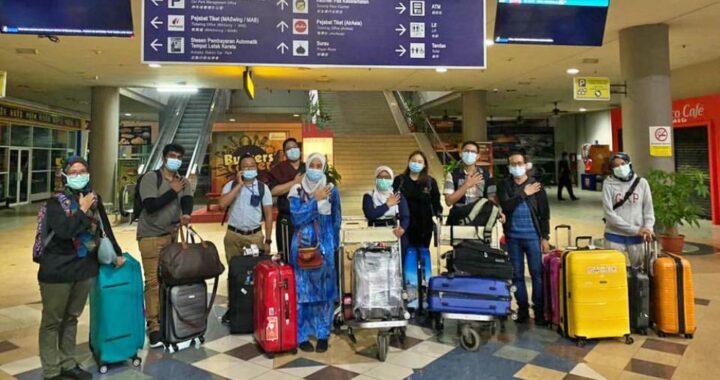 Sebahagian petugas barisan hadapan dari Semenanjung sedia berlepas ke Sabah bagi membantu menangani wabak Covid-19 yang semakin meningkat di negeri itu menjelang Pilihan Raya Negeri yang akan diadakan Sabtu ini. - Foto FB Noor Hisham Abdullah