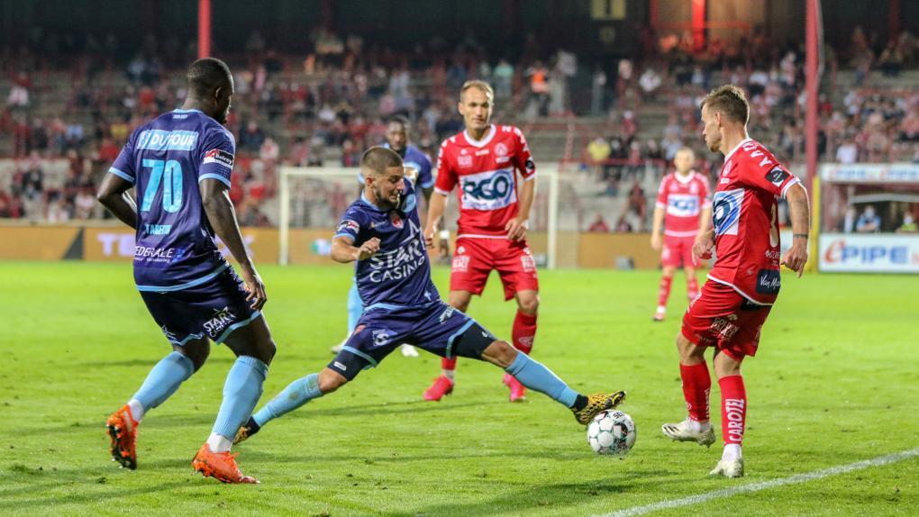Harapan peminat bola sepak tempatan mahu menyaksikan aksi Luqman Hakim dalam Liga Belgium hampa apabila RTM menafikan mendapat hak penyiaran secara langsung liga tersebut. - Foto FB KV Kortrijk