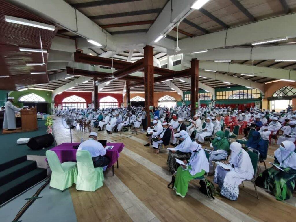 Suasana Muktamar Dewan Ulama di Pengkalan Chepa, Kelantan, hari ini. - Gambar Facebook Pas