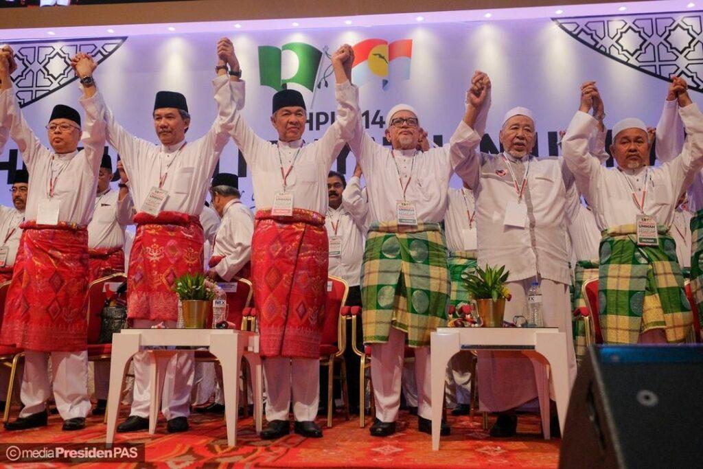 Jangan dirosakkan Muafakat Nasional hanya kerana gimik politik pemimpin tertentu.