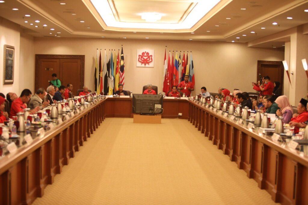 Majlis Tertinggi UMNO akan bermesyuarat esok bagi membincangkan kedudukan parti itu dalam Kerajaan Perikatan Nasional.