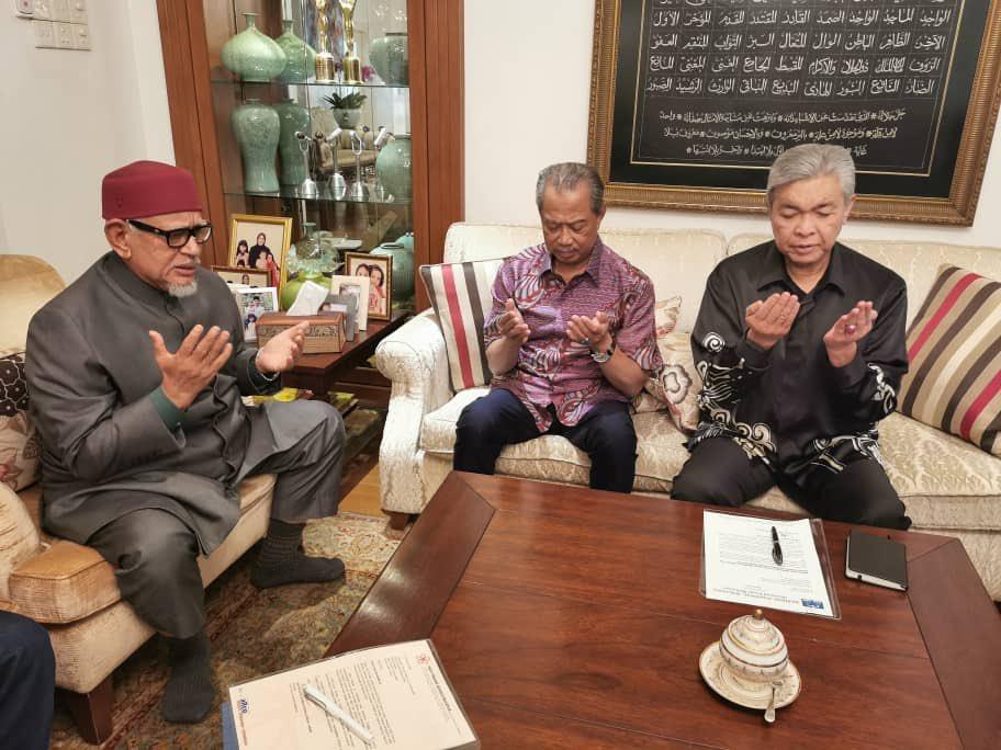 Tan Sri Muhyiddin Yassin, Presiden Pas, Datuk Seri Abdul Hadi Awang dan Presiden UMNO, Datuk Seri Dr.Ahmad Zahid Hamidi harus diberi kepercayaan menyelesaikan kemelut yang berlaku dalam Perikatan Nasional.