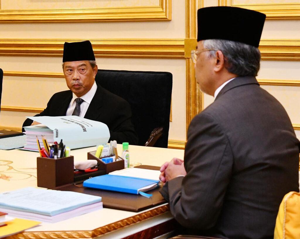 Al-Sultan Abdullah ketika menerima menghadap Tan Sri Muhyiddin Yassin untuk mesyuarat Pra-Kabinet di Istana Negara, hari ini.