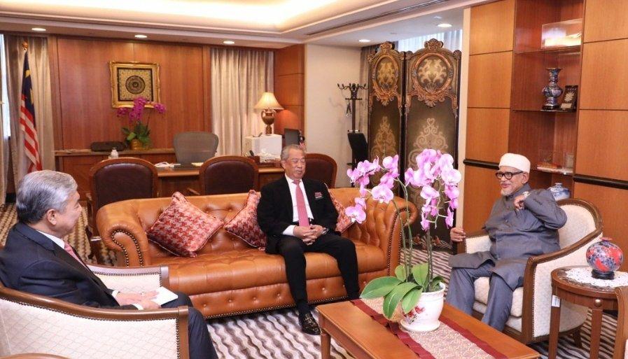 Presiden UMNO Datuk Seri Dr. Ahmad Zahid Hamidi, Presiden Bersatu Tan Sri Muhyiddin Yassin dan Presiden Pas Datuk Seri Abdul Hadi Awang perlu mencari formula agar kerjasama antara ketiga-tiga parti tidak berantakan sehingga menggagalkan usaha memperkukuhkan kuasa politik orang Melayu.