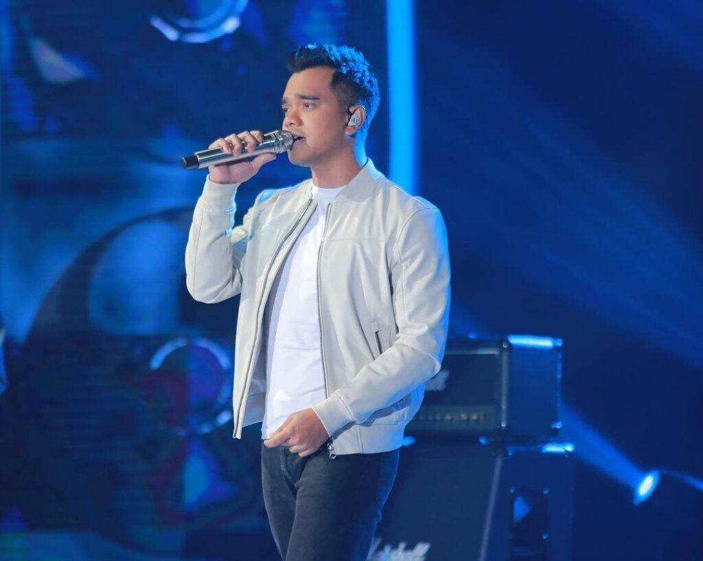 ALIF SATAR ketika menyertai Muzik-Muzik ke-35 separuh akhir di TV3, semalam.