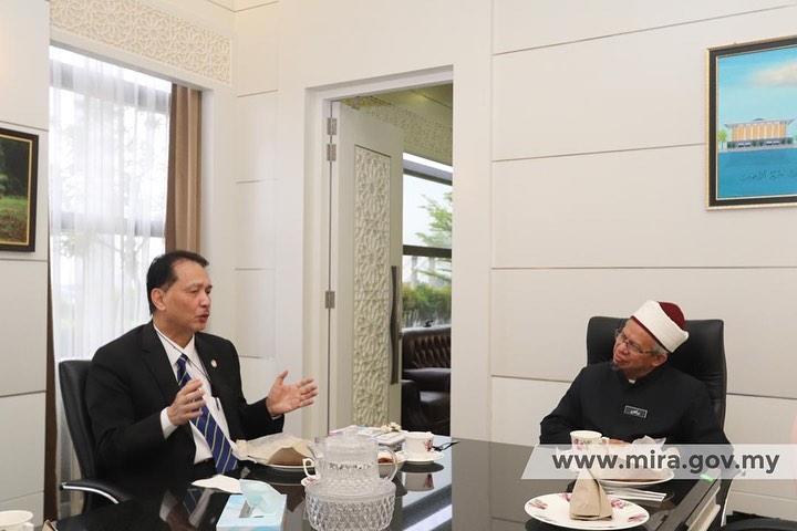 Dr.Zulkifli Mohamad Al-Bakri ketika menerima kunjungan Dr.Noor Hisham Abdullah di Putrajaya, pada Ogos lalu.