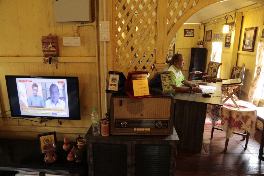 Penulis menghadapi kualiti visual yang lemah bila bersiaran secara langsung dengan stesen televisyen tempatan.