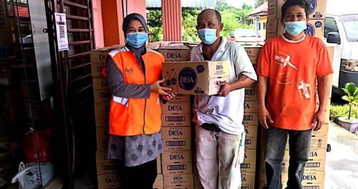 SPRITZER Malaysia menyumbang air mineral kepada penduduk di kawasan terlibat di dalam banjir baru-baru ini.