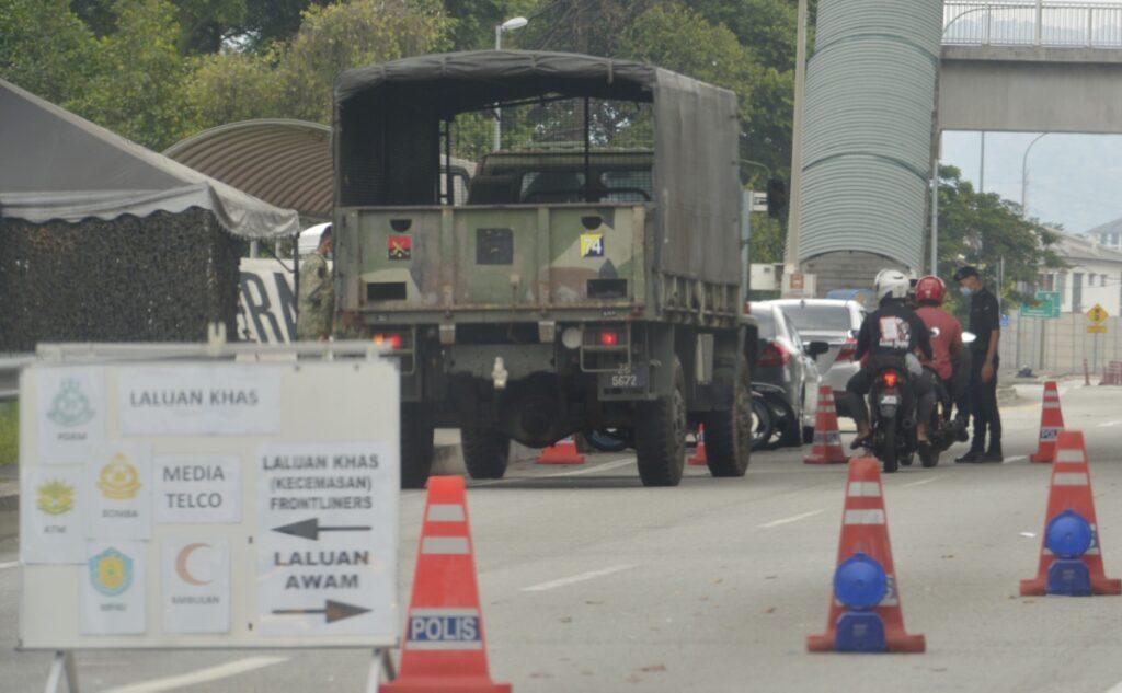 SEKATAN Jalan Raya (SJR) yang dilakukan di Pandan Mewah, Kuala Lumpur. - EDISI 9 / MOHD NAIM AZIZ